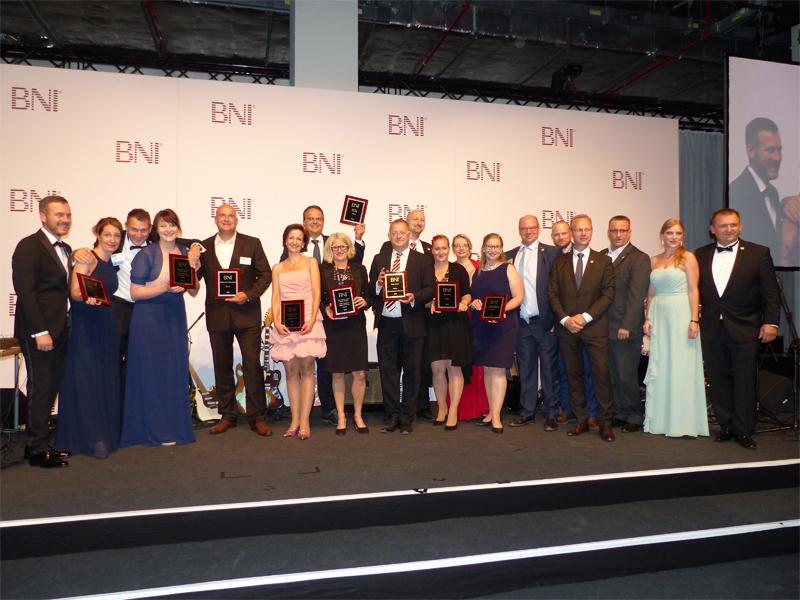 Große Ehrung für BNI Südost auf der DACH-Konferenz in Berlin – 9 Awards für die Region bringen Bronze nach Dresden. Bild: meeco Communication Services